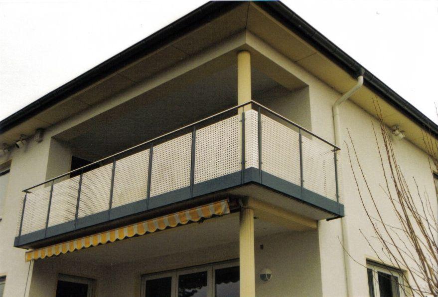 gel nder f r balkone. Black Bedroom Furniture Sets. Home Design Ideas